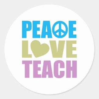 El amor de la paz enseña pegatina redonda