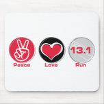 El amor de la paz funciona con 13,1 millas alfombrillas de ratón