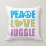 El amor de la paz hace juegos malabares cojines