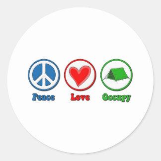 El amor de la paz ocupa etiquetas redondas