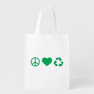 El amor de la paz recicla bolsas de la compra