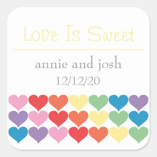 El amor de los corazones del arco iris es calcomania cuadradas personalizadas
