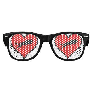 El amor de salto del corazón del pastor alemán lentes de sol