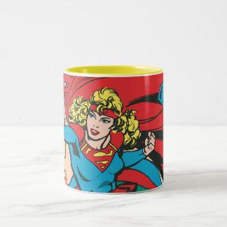 El amor de Supergirl conquista Taza De Café De Dos Colores