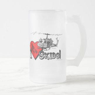 El amor de UH-1N I patina taza de cerveza