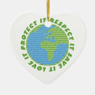 El amor del Día de la Tierra protege el ornamento Adorno Navideño De Cerámica En Forma De Corazón