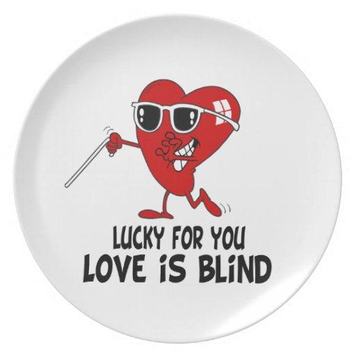 El amor divertido está ciego platos