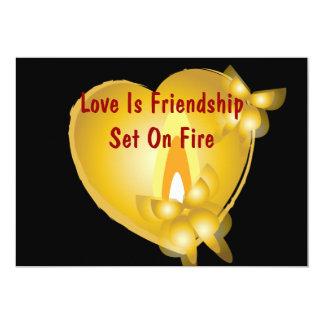 """El amor es amistad fijada en tarjeta de la invitación 5"""" x 7"""""""
