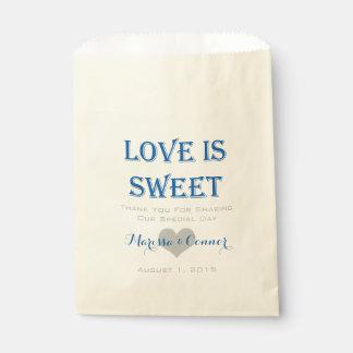 El amor es bolsos azules y grises dulces del boda bolsa de papel
