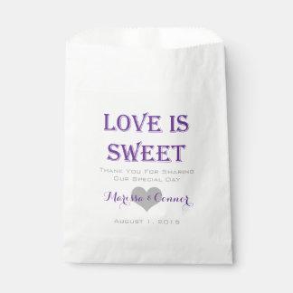 El amor es bolsos púrpuras dulces del boda bolsa de papel