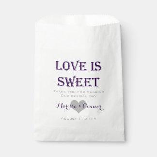 El amor es bolsos púrpuras oscuros dulces del boda bolsas de recuerdo