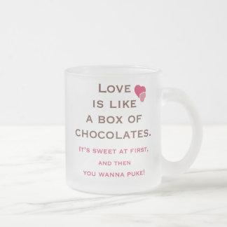 El amor es como una caja de chocolates taza de cristal
