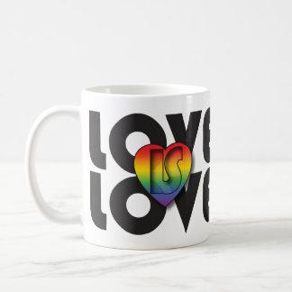 """El """"amor es corazón del arco iris del amor"""" taza clásica"""