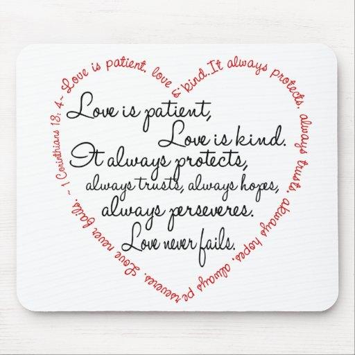 El amor es corazón paciente de la palabra alfombrilla de ratón