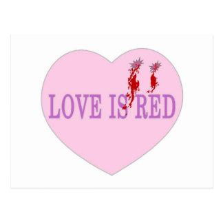 El amor es corazón rojo postal