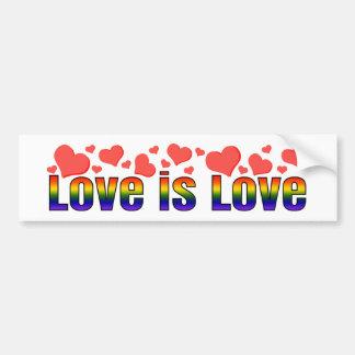 El amor es corazones del arco iris de la igualdad pegatina para auto