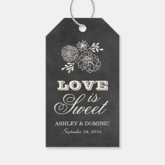 El amor es diseño de la pizarra del vintage de las etiquetas para regalos