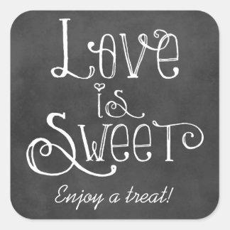 El amor es encanto dulce de la pizarra del pegatina cuadrada