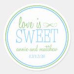 El amor es etiquetas dulces (azul claro/la verde pegatinas redondas