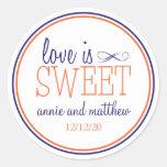 El amor es etiquetas dulces (azules marinos/el pegatina redonda
