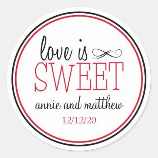 El amor es etiquetas dulces (negro/el rojo) pegatina redonda