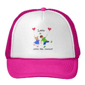 El 'amor es… hat gorra