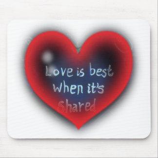 El amor es la mejor tarjeta del día de San Valentí Alfombrillas De Ratones