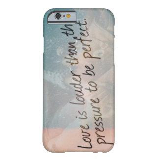 El amor es más ruidoso funda de iPhone 6 barely there