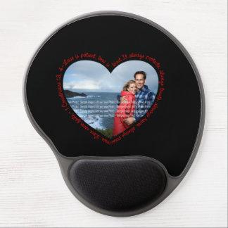El amor es negro y rojo pacientes del corazón de l alfombrilla de ratón con gel
