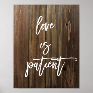 El amor es paciente en el falso poster de madera