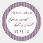 El amor es pegatina dulce en púrpura