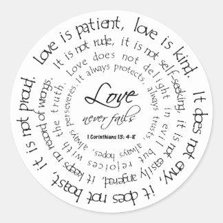 El amor es pegatina redondo blanco y negro