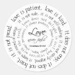 El amor es pegatina redondo blanco y negro pacient