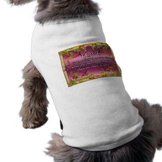 El amor es ..... poema en la parte posterior de la camisas de mascota