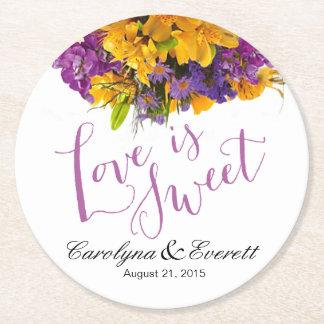 El amor es púrpura amarilla floral dulce del ramo