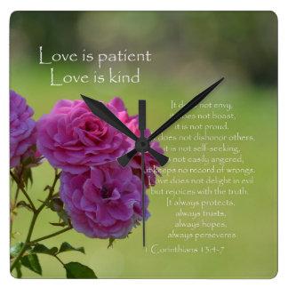El amor es rosas pacientes reloj cuadrado