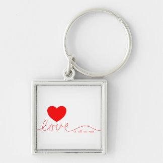 El amor es todo lo que necesitamos el corazón llavero cuadrado plateado