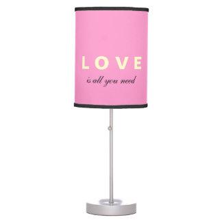 El AMOR es todo lo que usted necesita la lámpara m