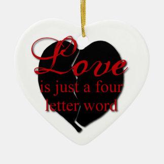 El amor es una palabra de cuatro letras adorno de cerámica en forma de corazón
