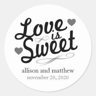 El amor es viejas etiquetas dulces de Fashioined Etiquetas Redondas