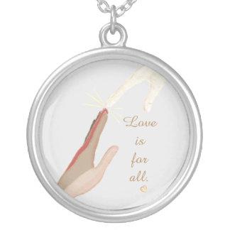 El amor espiritual universal de las manos está colgante redondo