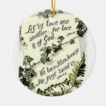 El amor está de dios adorno navideño redondo de cerámica