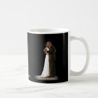 El amor está en el aire, el primer baile de los taza de café