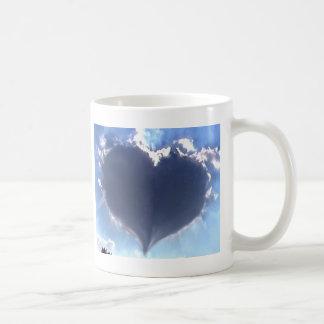 El amor está en el aire: Nube en forma de corazón: Taza Clásica