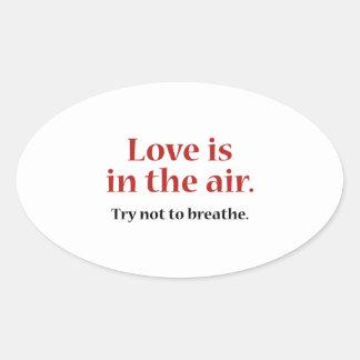 El amor está en el aire pegatina ovalada