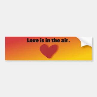 El amor está en el aire pegatina para auto