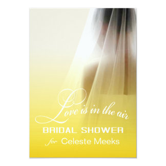 """El amor está en el ombre amarillo nupcial de la invitación 5"""" x 7"""""""
