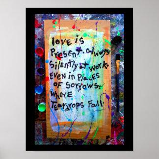 el amor está presente póster