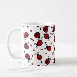 El amor fastidia mariquitas rojas taza básica blanca