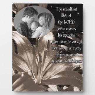 El amor firme del señor… /photo placas de madera
